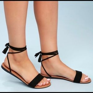 Brand new in box Lulu's Leyla black sandal 7.5